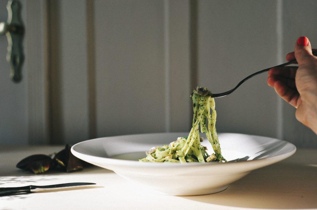 veganes pesto 04 final 1024x681 - Veganes Rucola-Pesto mit Mandeln